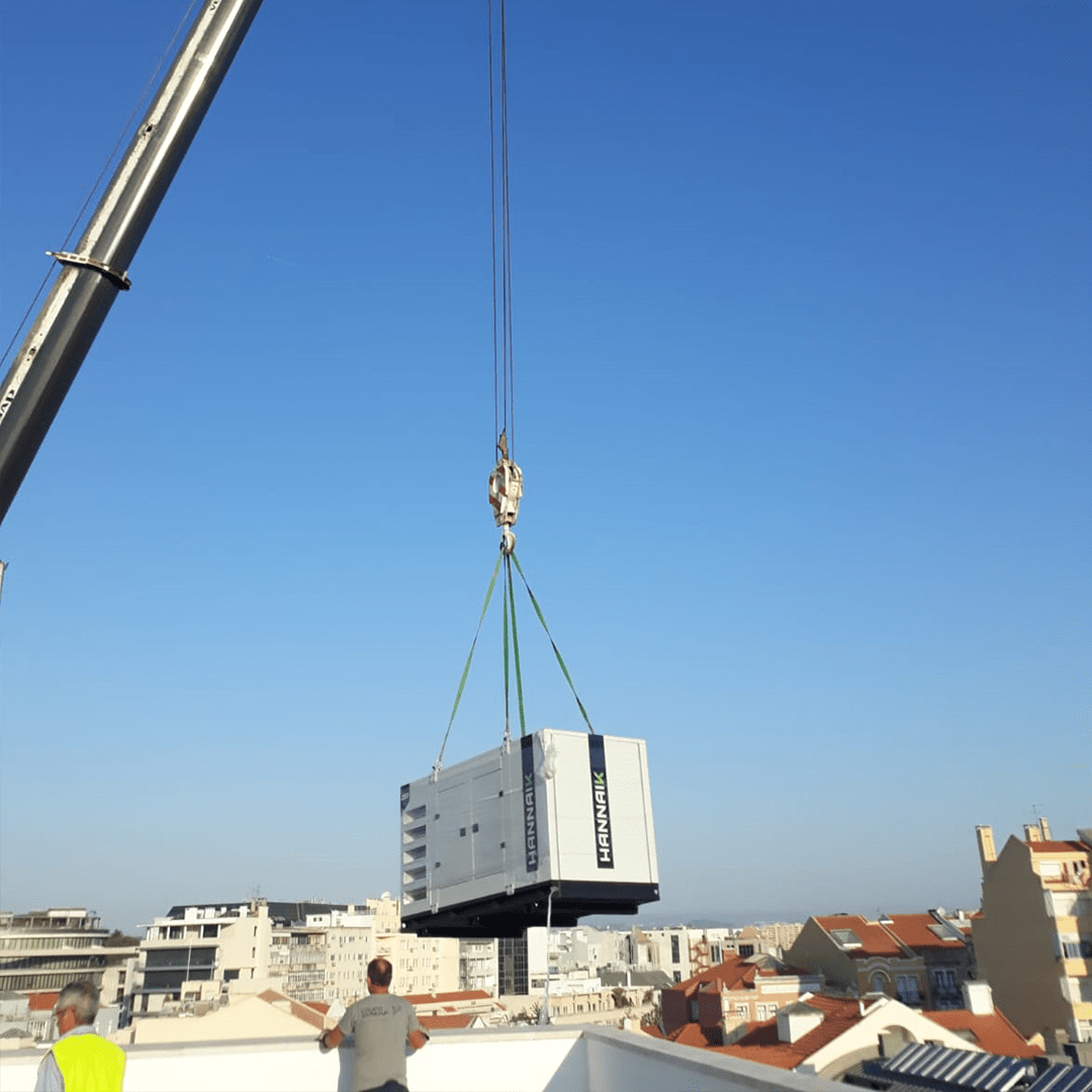 HANNAIK was the entity chosen, for its immediate and effective response, to supply the Vip Inn Berna Hotel in Lisbon, with a soundproofed 250kVA power generator, equipped with a French Baudoin engine and a WEG alternator.