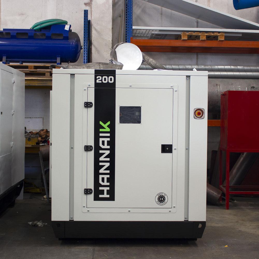 Gerador de energia usado com 200kVA, motor diesel VM e alternador DSE